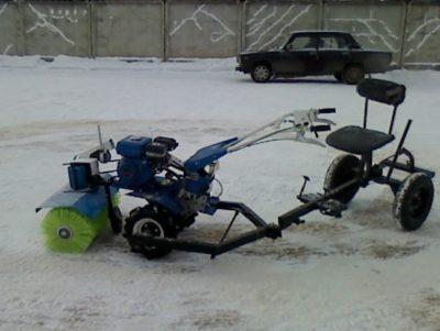 Навесной снегоуборщик для мотоблока фото